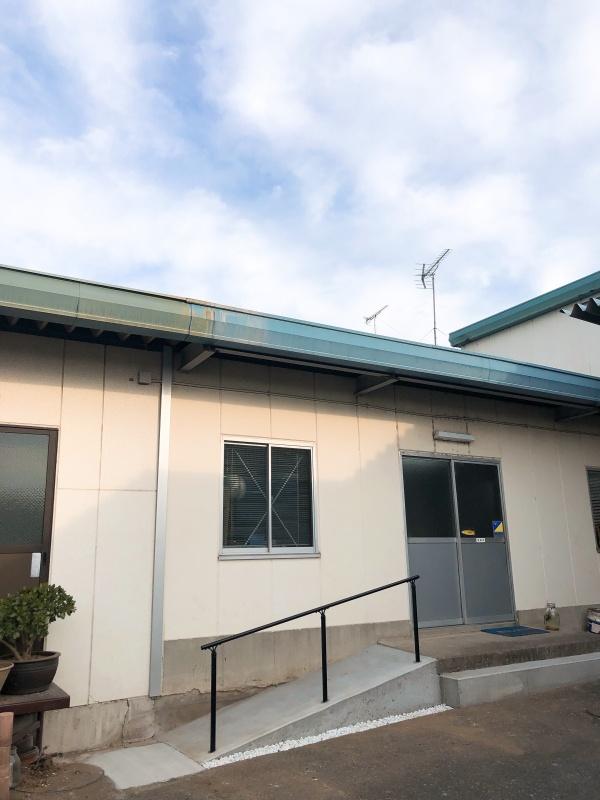 令和2年11月 事務所入口にスロープを設置しました